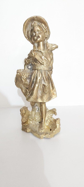 مجسمه دختر چوپان